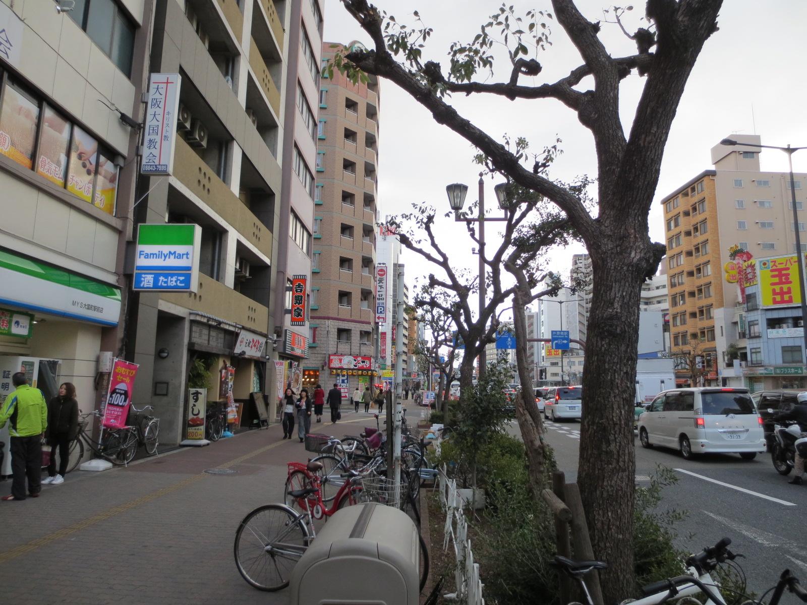 大国町駅:1番出口からの景色
