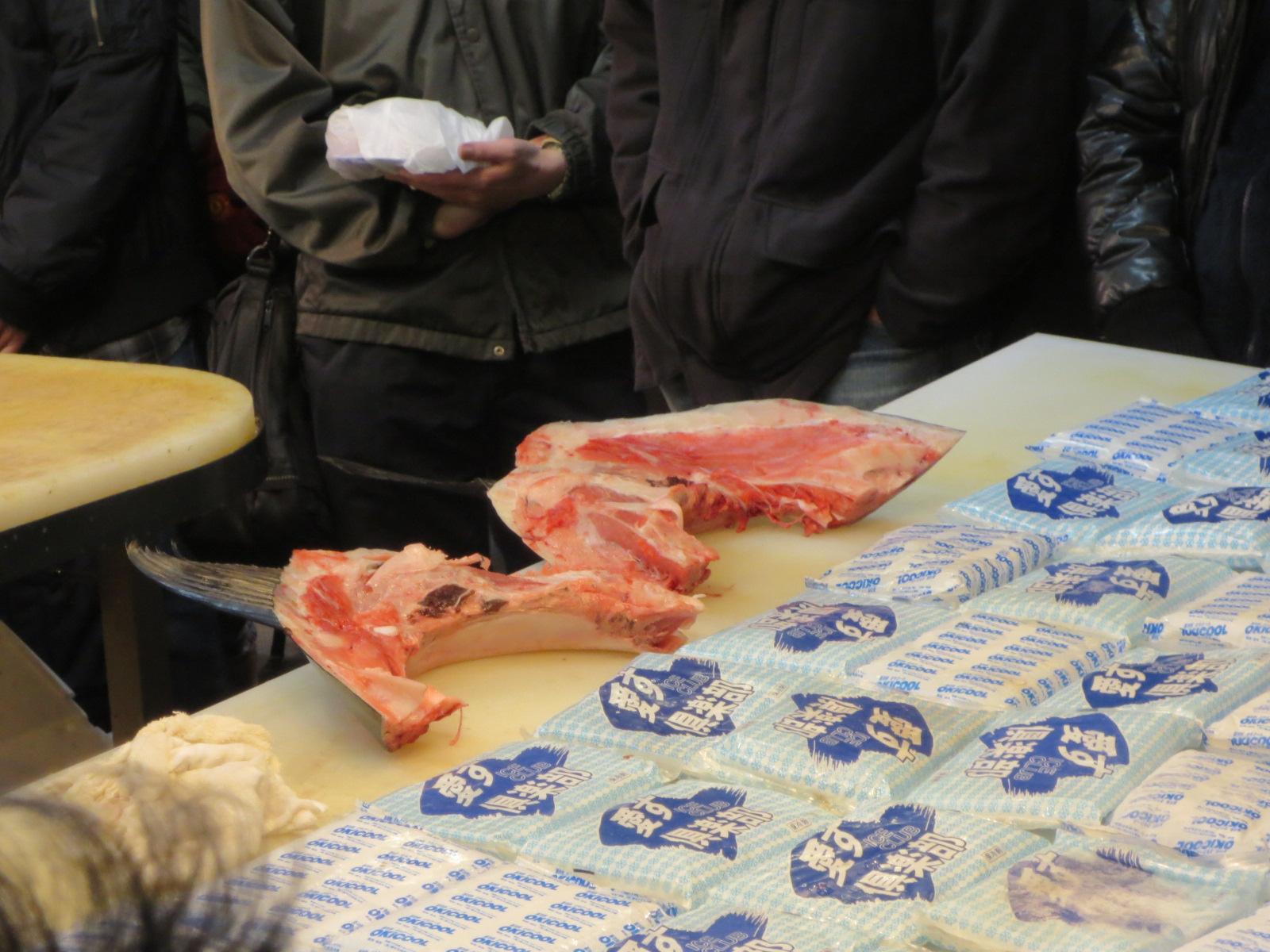 木津市場:マグロのカマ