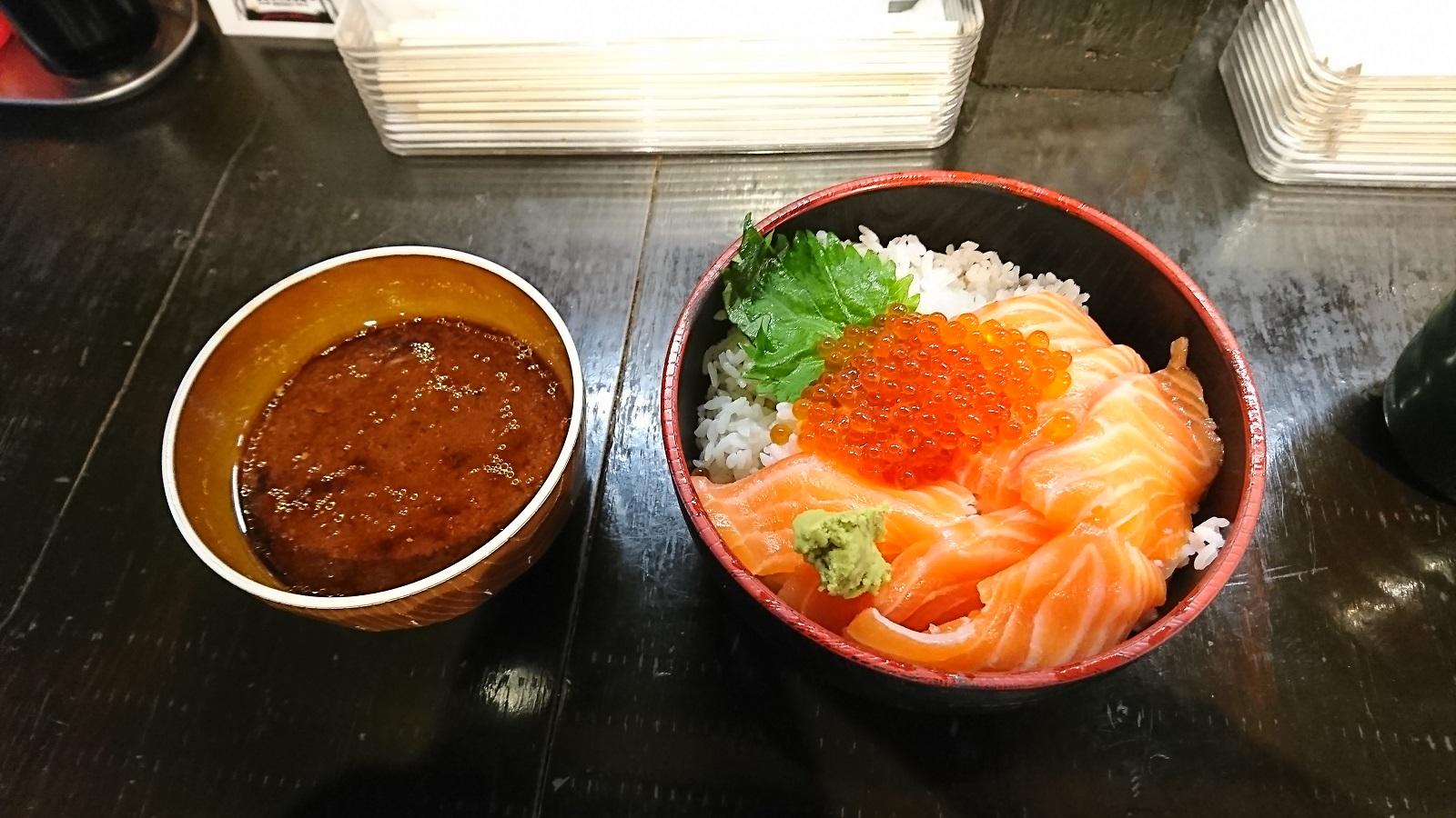 立ち寿司:サーモンイクラ丼